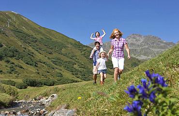 wandern in den Tiroler Bergen